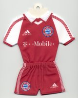 FC Bayern München - Home 2003-2004 - Thanks to TOPteams